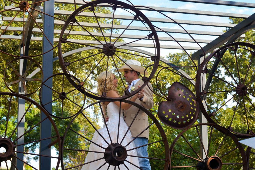 This Ft. Worth wedding venue's wagon wheel sculpture fits right in with a western wedding motif