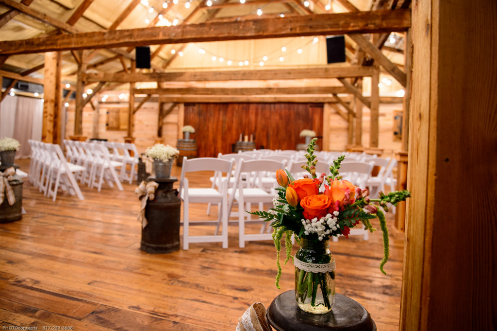 Rustic barn wedding venues in dfw dallas wedding venue for Indoor outdoor wedding venues