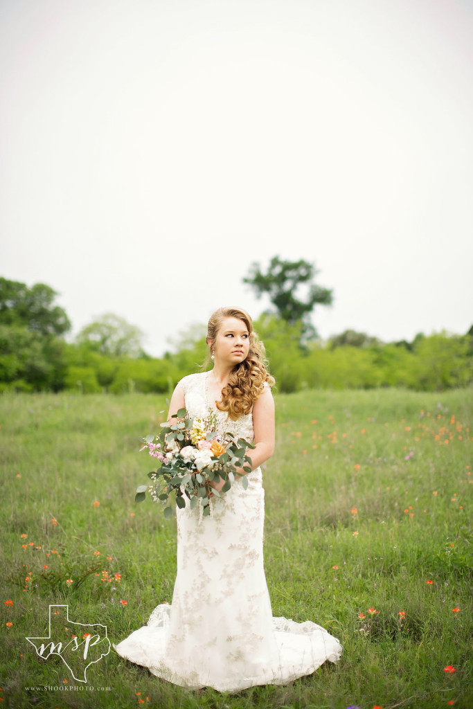 Outdoor bridals amongst the wildflowers at Hollow Hill located just northwest of Fort Worth