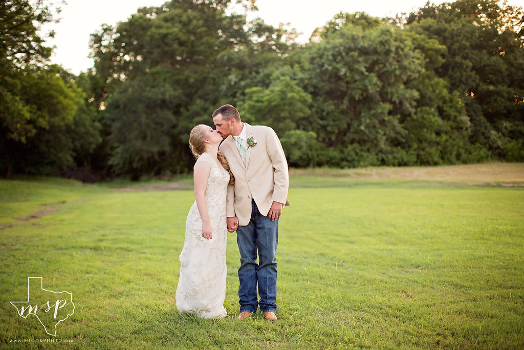 Come check out the wide open spaces of this outdoor wedding venue located just northwest for Fort Worth, TX