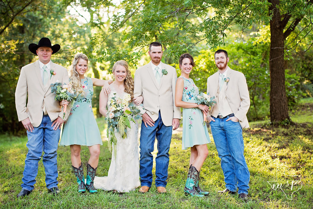Outdoor wedding beneath the many pecan trees at Hollow Hill