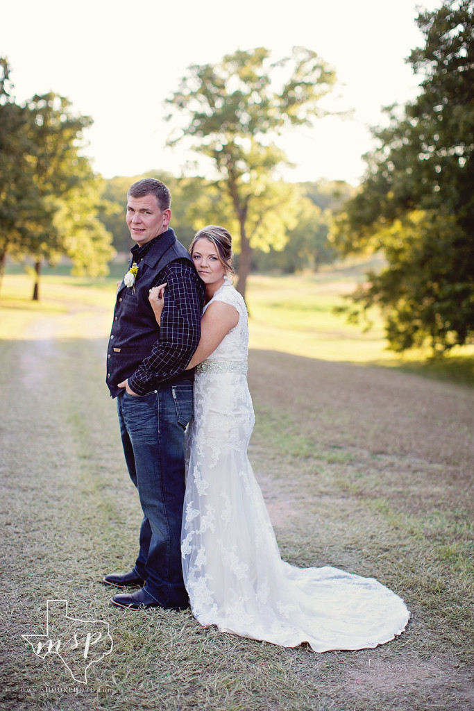Outdoor bridals along a country path in Weatherford